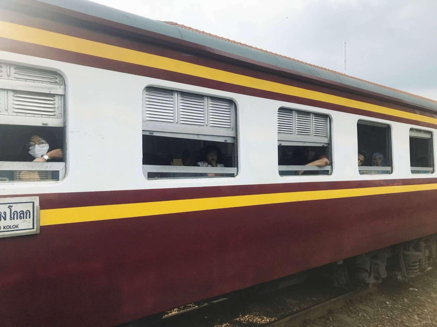 รถไฟ กรุงเทพหัวหิน ขบวนธรรมดา