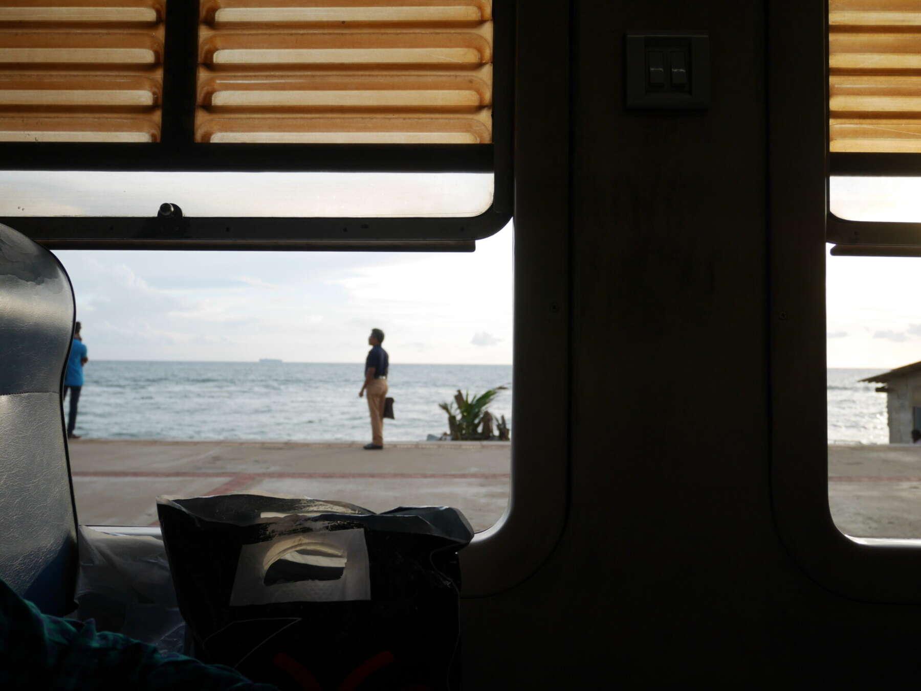 นั่งรถไฟในโคลัมโบ