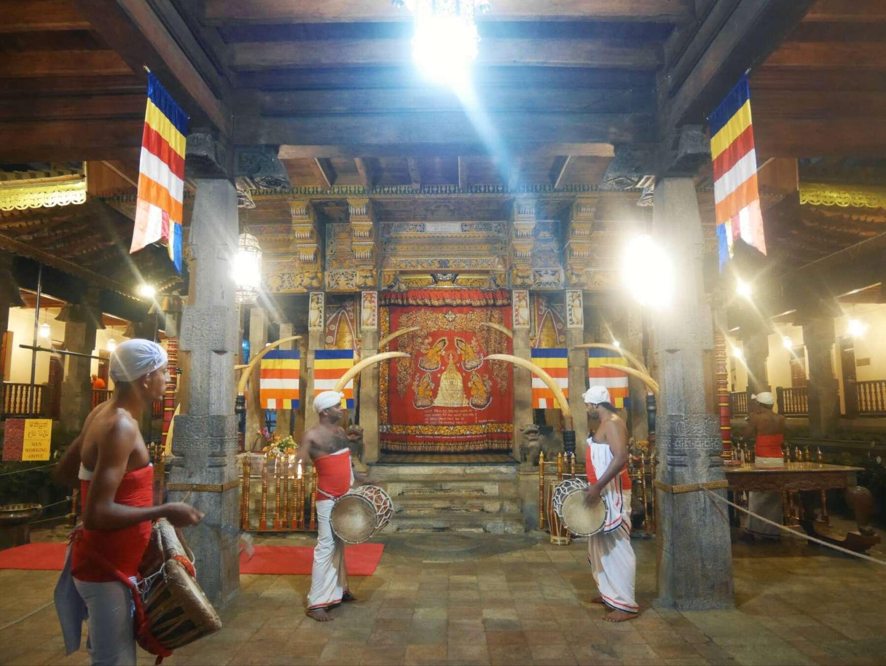 วัดพระเขี้ยวแก้ว (Temple of Tooth Relic) แคนดี้ (Kandy) ศรีลังกา (Srilanka)