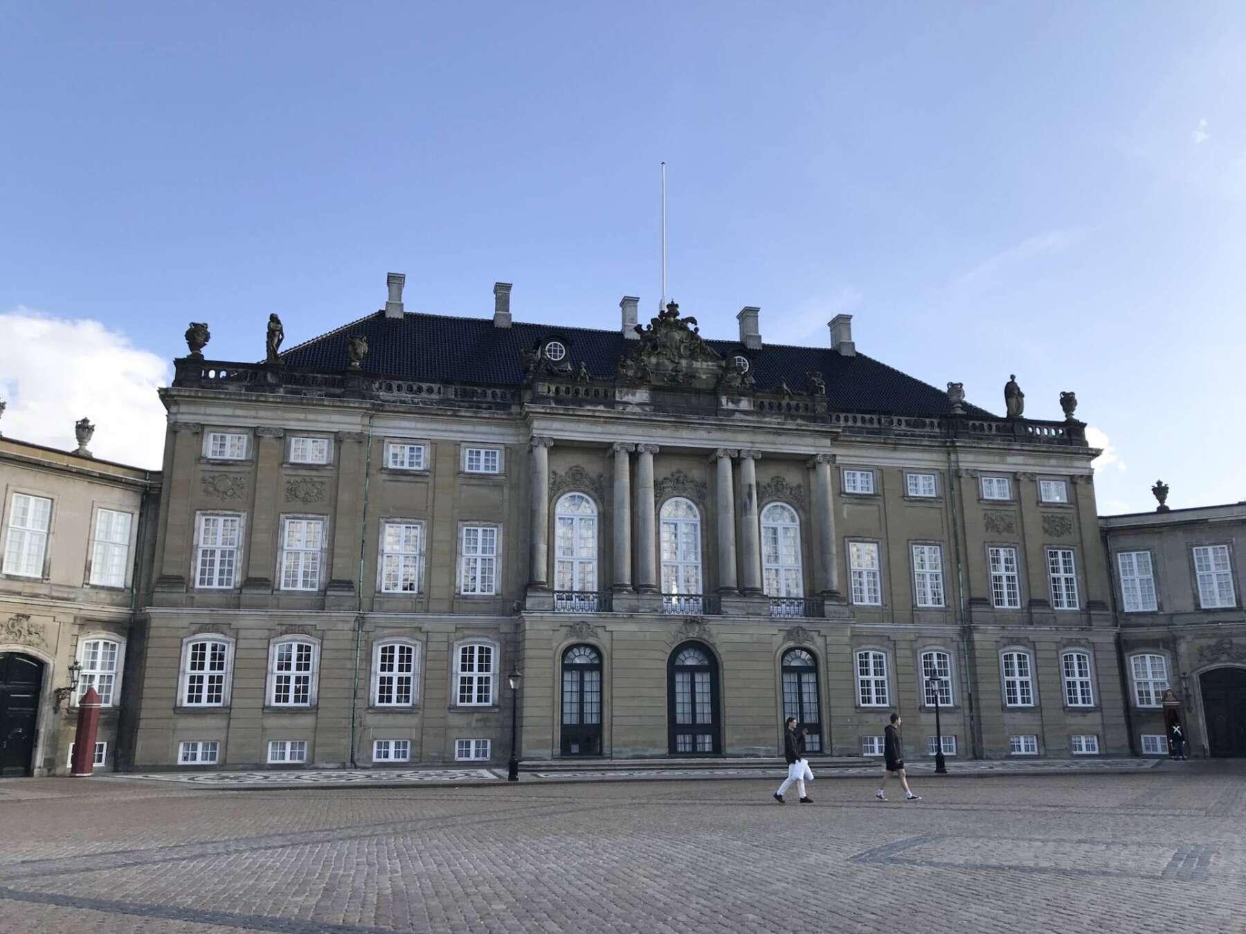 พระราชวังอมาเลียนบอร์ก (Amalienborg Palace)
