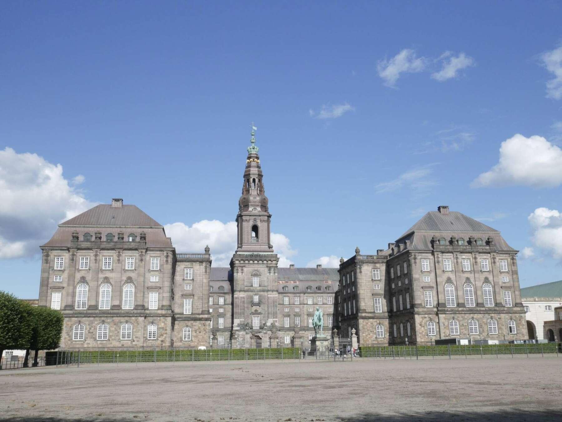 พระราชวังคริสเตียนสบอร์ก (Christiansborg Palace)