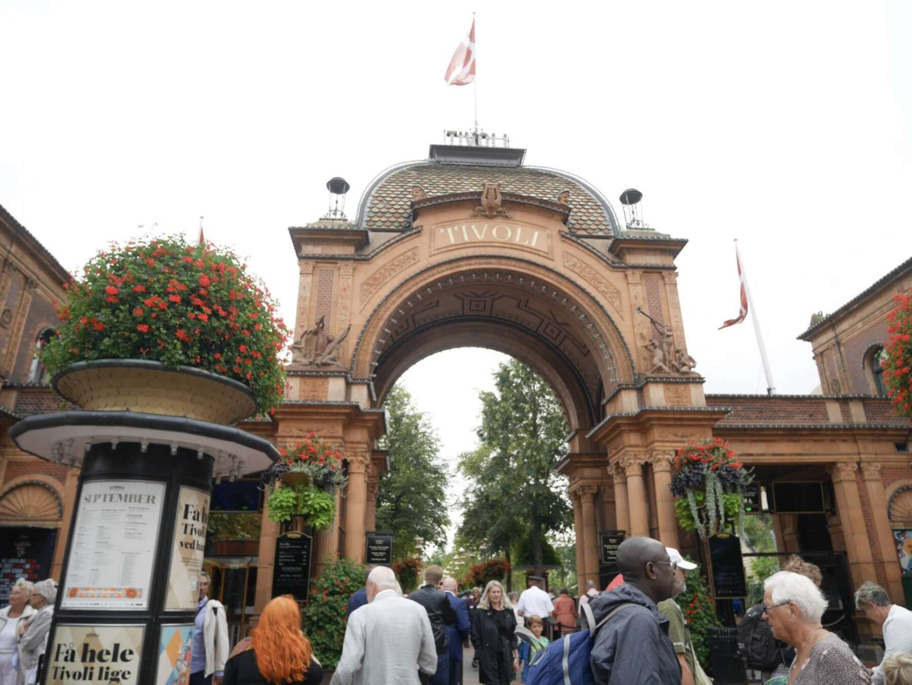 สวนสนุกทิโวลี่ (Tivoli Gardens)