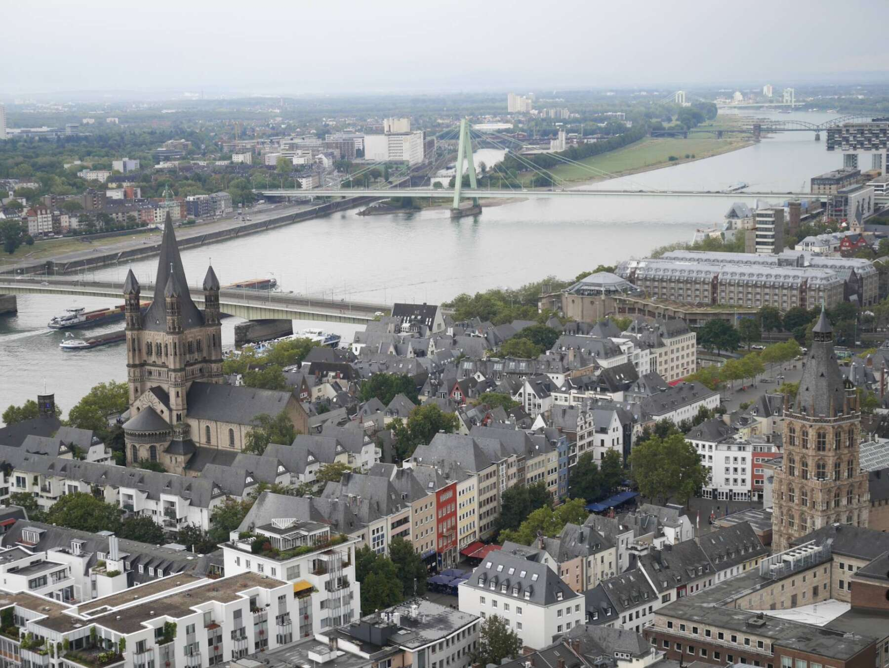 วิวของเมืองโคโลญจากด้านบนหอคอยของมหาวิหารโคโลญ (Cologne Cathedral)
