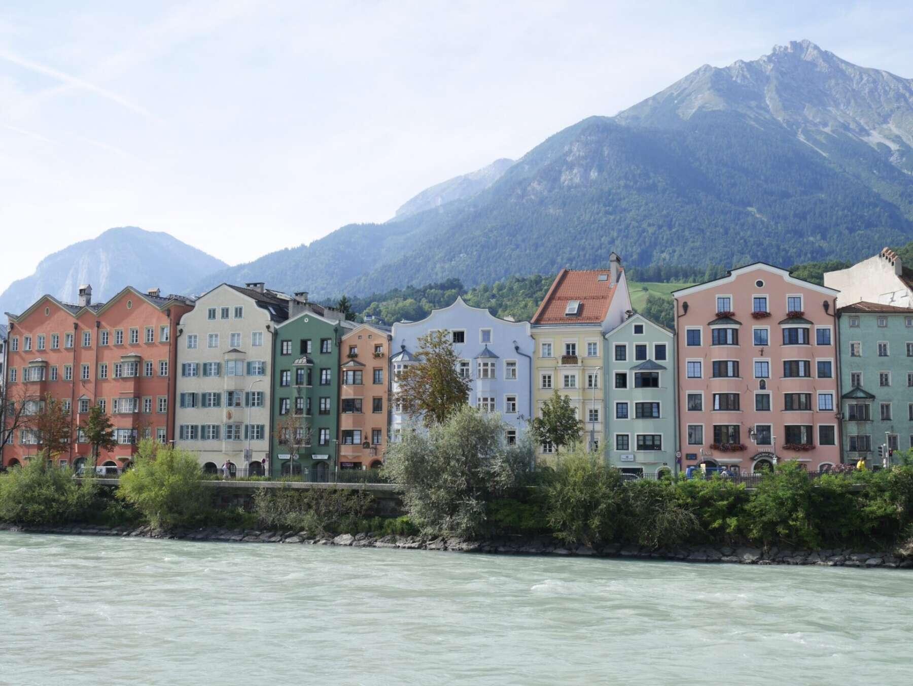 อาคารสีพาสเทลในอินส์บรุค (Pastel Color Building Innsbruck)