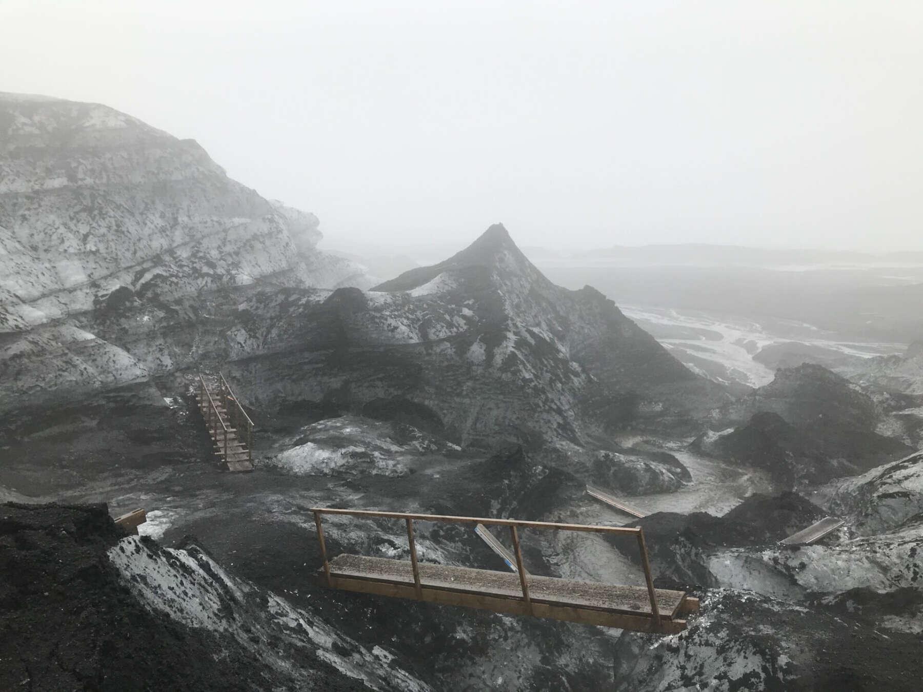 ทัวร์ถ้ำน้ำแข็งในไอซ์แลนด์