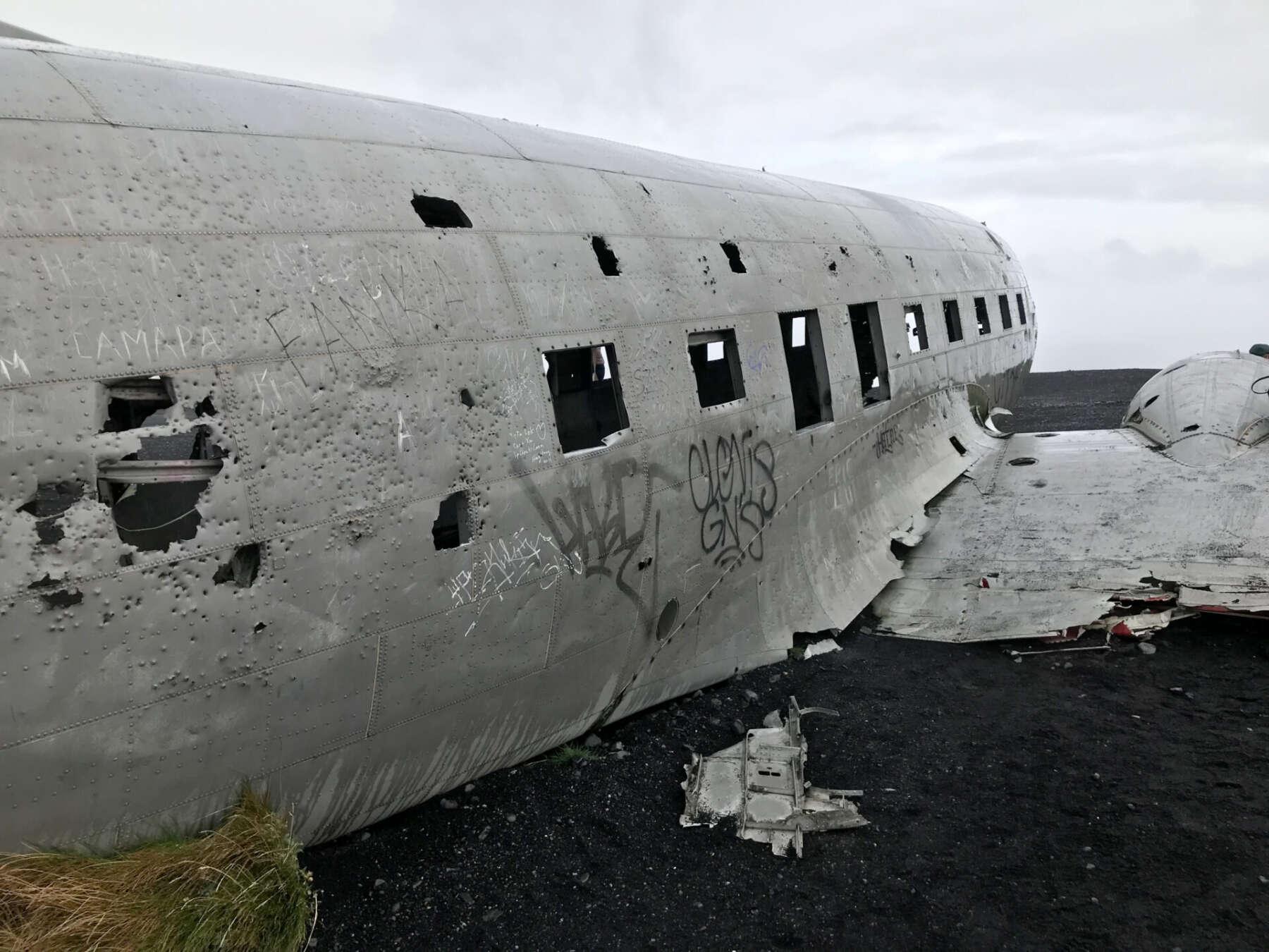 ซากเครื่องบินในไอซ์แลนด์ (The plane wreck in Iceland)