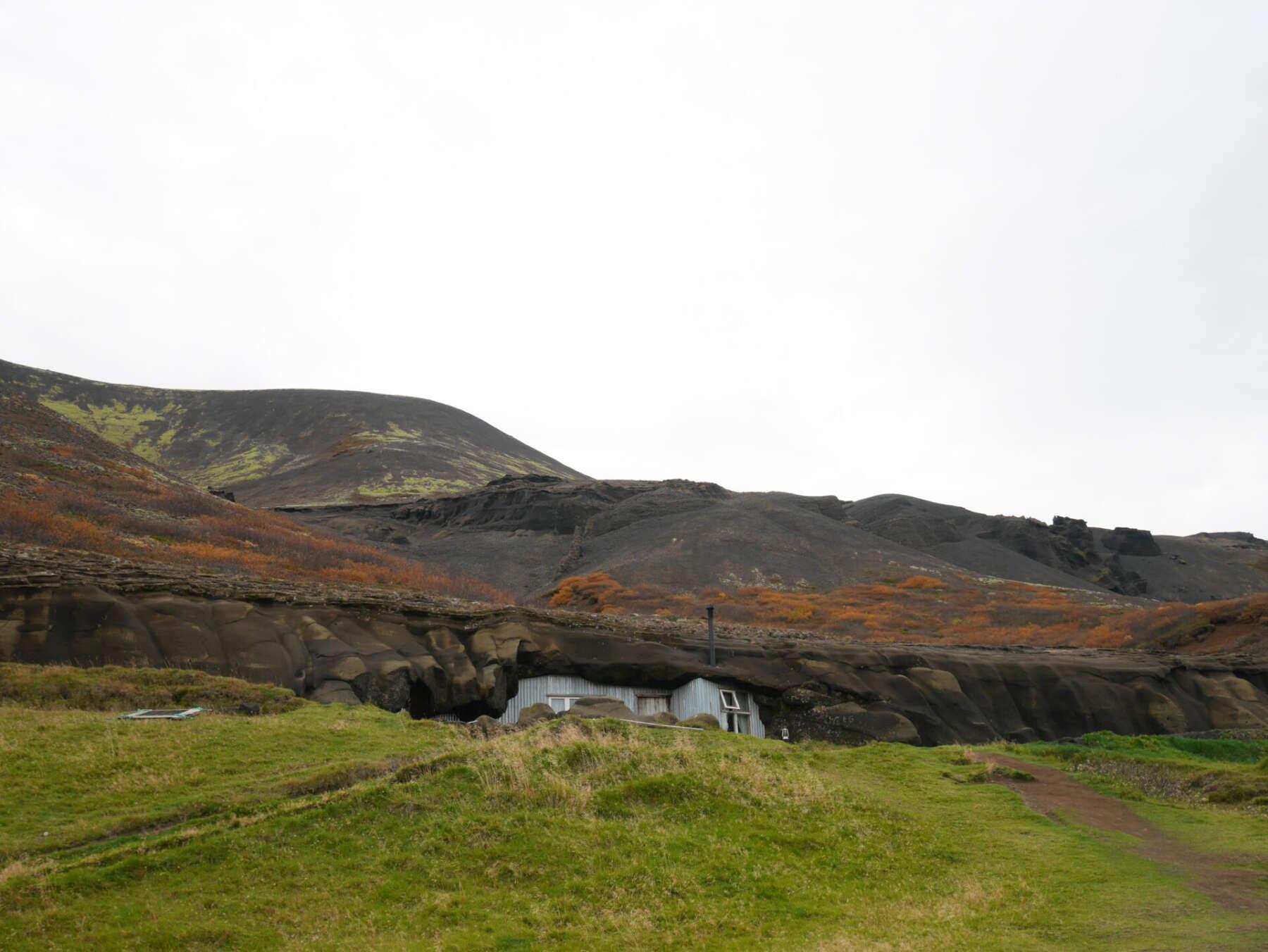 คาเฟ่ถ้ำในไอซ์แลนด์ (The Cave People)